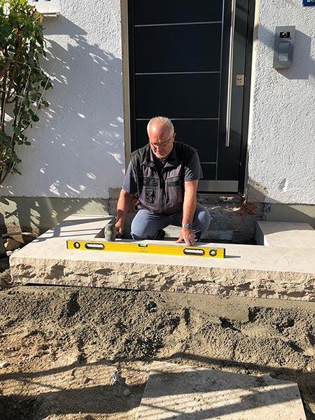 Herr Milazim Berisha bei der Arbeit
