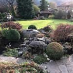 Gartenbeete mit Steinen